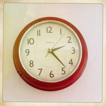 This gorgeous retro clock is a reminder of 1950s America.