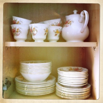 This gorgeous authentic Colclough tea set in 'Amanda' is perfect for proper afternoon tea.